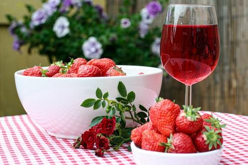 Erdbeerwein selber herstellen